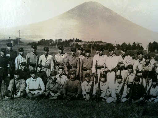 Japanesestudents1940Fuji.jpg (73775 bytes)