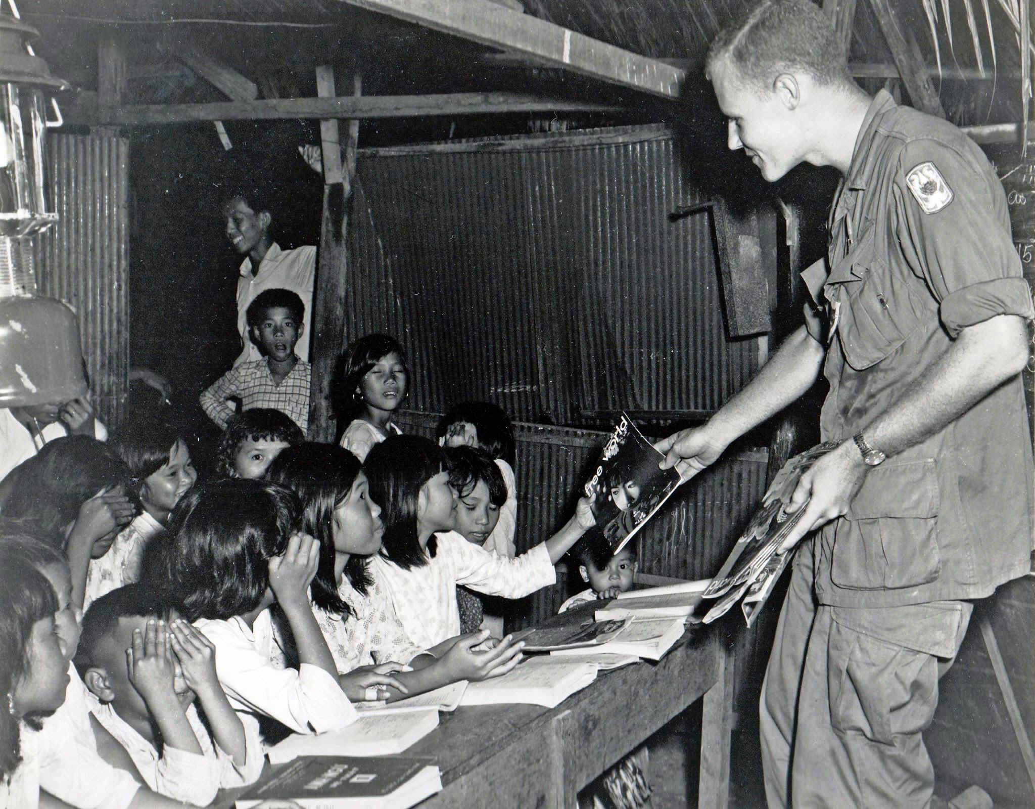 WondraPassesFreeworld.jpg (547702 bytes)